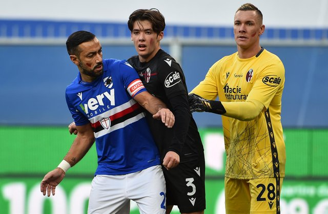 Fabio Quagliarella of UC Sampdoria with Aaron Hickey and Lukasz Skorupski of Bologna FC during the Serie A match between UC Sampdoria and Bologna FC at Stadio Luigi Ferraris on November 22, 2020 in Genoa, Italy. (Photo by Paolo Rattini/Getty Images)