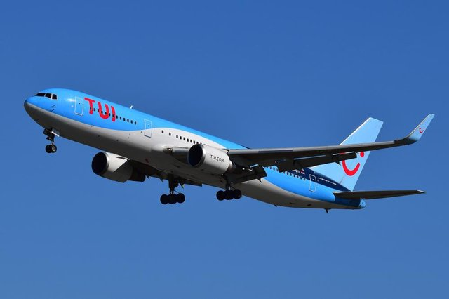 Tui has cancelled all holidays to Florida for its customers in the UK and Ireland up to the end of November.
