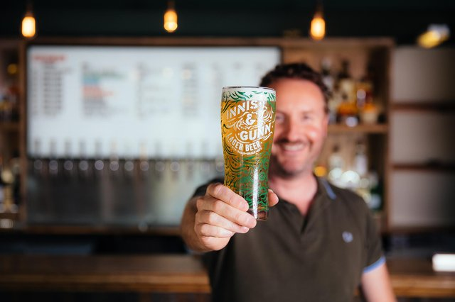 La marque de bière écossaise Innis & Gunn a été fondée il y a près de 20 ans par Dougal Gunn Sharp.