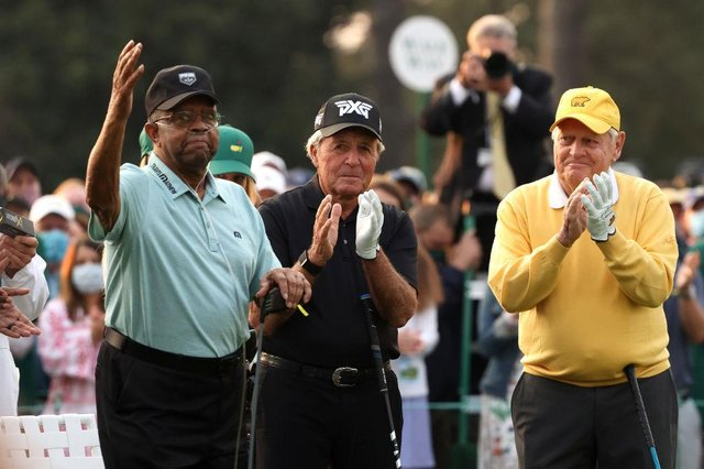 Honorary Starter Lee Elder  waves to the patrons as he is applauded by Gary Player and Jack Nicklaus during the ceremonial start to the 85th Masters at Augusta National Golf Club. Picture: Kevin C. Cox/Getty Images.