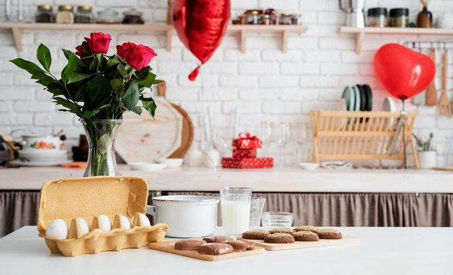 It's easy to organise a Valentine's Day activity at home, like a breakfast date (Shutterstock)