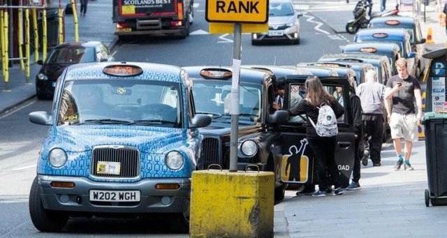 A taxi driver grant scheme should be reopened because a third of cabbies have missed out, Unite Scotland has demanded.