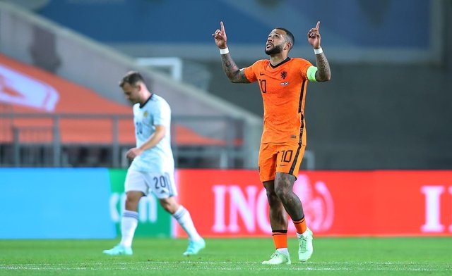 Memphis Depay of Netherlands celebrates scoring during the international friendly between Netherlands and Scotland at Estadio Algarve. (Photo by Fran Santiago/Getty Images)