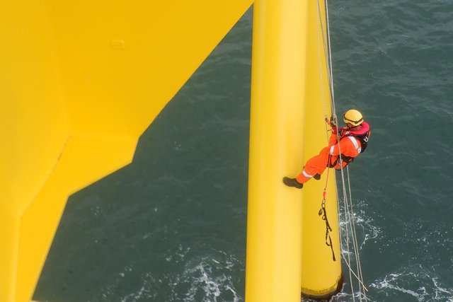 Rigmar used a team of specialist personnel on the offshore wind farm project.