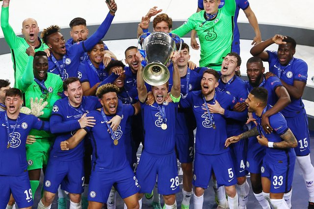 Cesar Azpilicueta of Chelsea lifts the Champions League Trophy following victory in the UEFA Champions League Final between Manchester City and Chelsea FC at Estadio do Dragao on May 29, 2021 in Porto, Portugal. (Photo by Michael Steele/Getty Images)