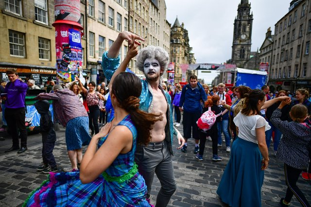 Edinburgh Festival Fringe entertainers perform on the Royal Mile in 2019 (Picture: Jeff J Mitchell/Getty Images)