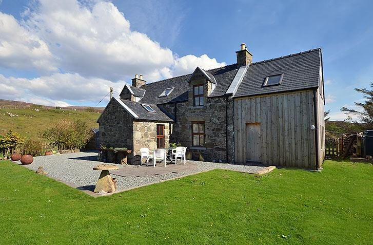 Known as the 'Two Bay Cottage', this amazing detached house is located in a rural spot on the Isle of Skye.
