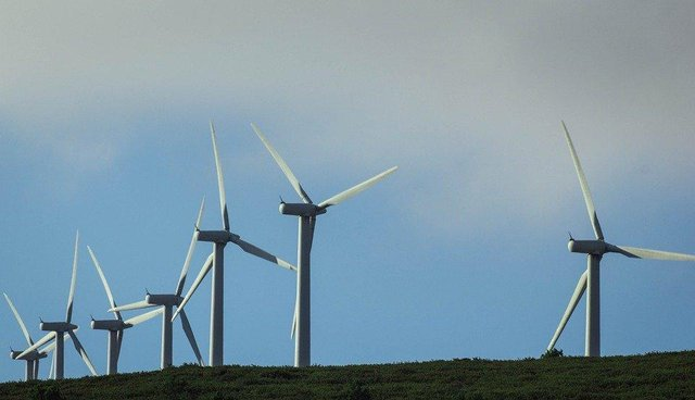 Stornoway Community Council is urging local planners to accept an offer from Scottish ministers to hold a public enquiry into proposals to build a giant wind farm on the edge of the islands' capital