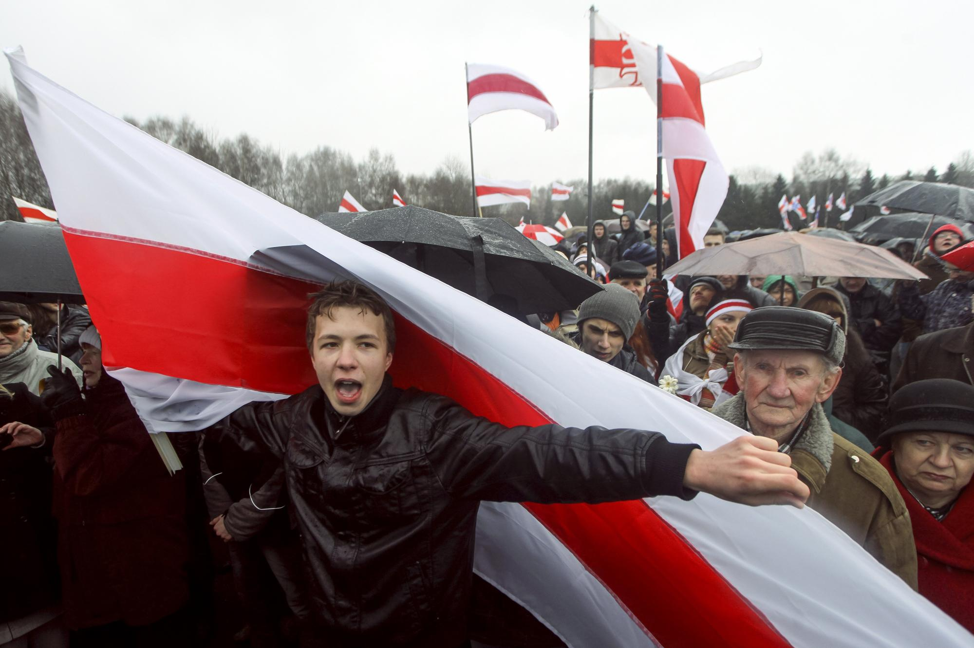 EU Sanctions Belarus Over Plane Diversion, Blogger Arrest