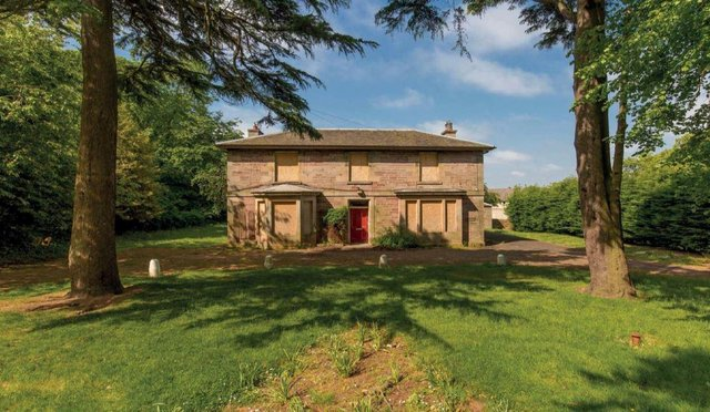 Comiston Farmhouse, a Victorian mansion on Edinburgh's south side, is back on the market after plans by a mainstream developer fell through