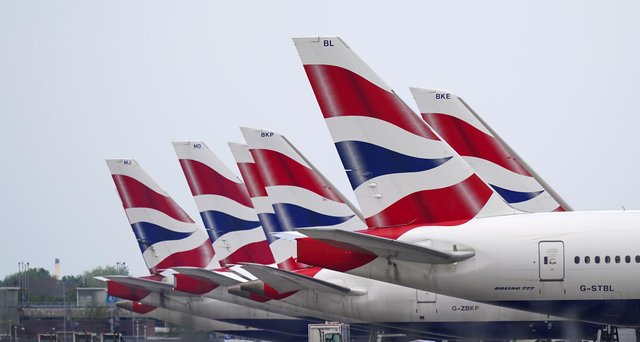 Heathrow is to provide fast-track lanes for fully-vaccinated arrivals as the airline industry steps up pressure on ministers to open up quarantine-free travel to amber destinations.