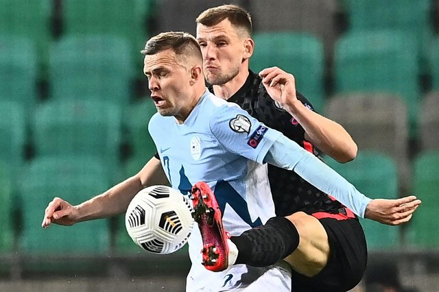 Slovenia's midfielder Josip Ilicic (L) fights for the ball with and Croatia's defender Borna Barisic during the FIFA World Cup Qatar 2022 Group H qualification football match between Slovenia and Croatia at The Stozice Stadium in Ljubljana, Slovenia. (Photo by JOE KLAMAR/AFP via Getty Images)