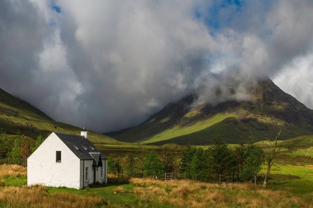 A new report shows Scotland is leading the UK when it comes to uptake of domestic renewable schemes, with installations particularly high in remote parts of the country which are off the main gas grid