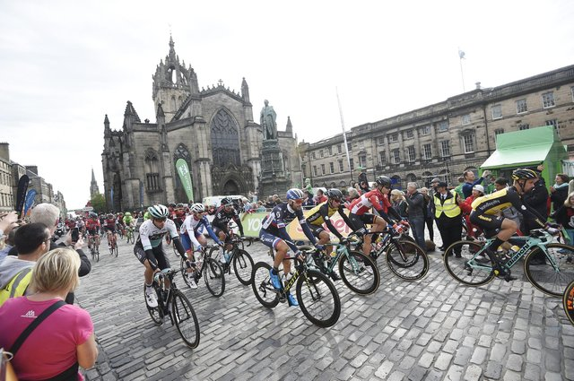 Pic Greg Macvean - 2017 Tour of Britain cycling race leaves the Royal Mile
