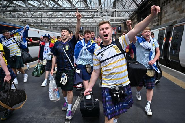 Scotland fans make themselves heard on their way to London. (Photo by Jeff J Mitchell/Getty Images)