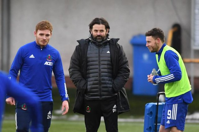 Cove Rangers Fraser Fyvie, manager Paul Hartley and Mitch Megginson warm up ahead of the Scottish Cup tie between Alloa Athletic and Cove Rangers at The Indodrill Stadium, on January 09, 2021, in Alloa, Scotland. (Photo by Mark Scates / SNS Group)