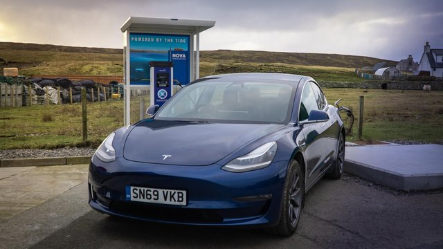 A new electric vehicle charging point has been installed in Shetland, allowing drivers to fill up with renewable tidal power