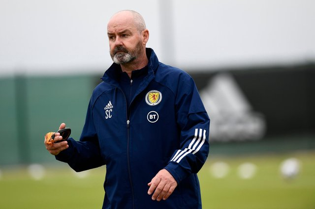 Scotland manager Steve Clarke takes a training session at La Finca Resort ahead of Wednesday's friendly against Holland (Photo by Jose Breton / SNS Group)