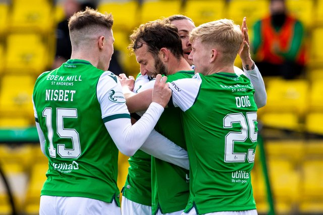 Hibs' Christian Doidge proved to be a popular goalscorer as team-mates welcomed his first goal in 16 games. Photo by Alan Harvey / SNS Group