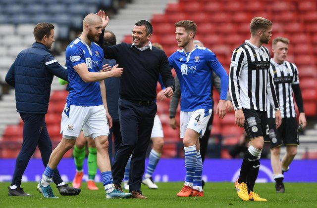 Callum Davidson (right) celebrates with his St Johnstone players after defeating St Mirren to reach the Scottish Cup final (Photo by Craig Foy / SNS Group)