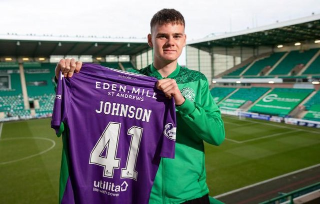 Hibernian goalkeeper Murray Johnson signs his first professional contract. (Photo by Craig Williamson / SNS Group)
