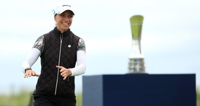 Sophia Popov walks forward to collect her trophy following her two-shot victory in the AIG Women's Open. Picture: R&A via Getty.