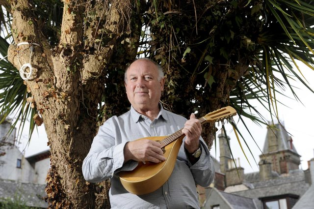 Captain Corelli's Mandolin author Louis de Bernieres delivered a broadside against Scottish independence in yesterday's Scotsman