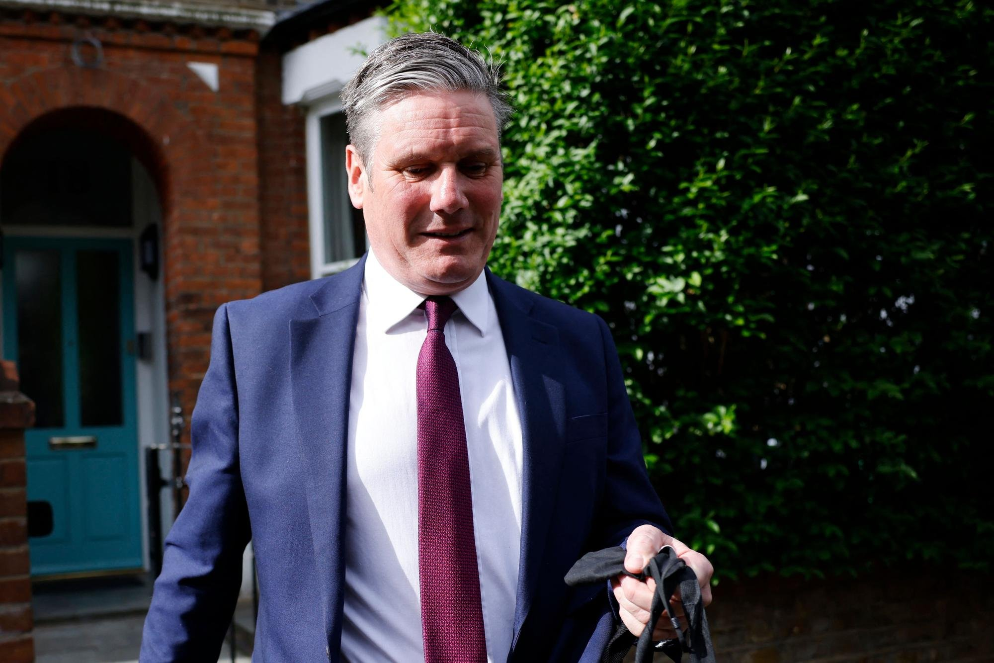Sir Keir Starmer accepts 'full responsibility' for Labour's crushing election defeat