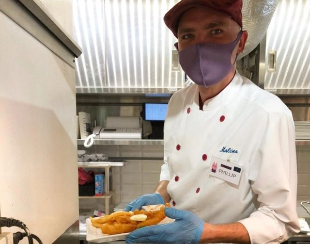 Chef Phillip Raeside, born in Kilmarnock, has pioneered the success of Malins Fish & Chips - a traditional British chippy right in the heart of Tokyo.