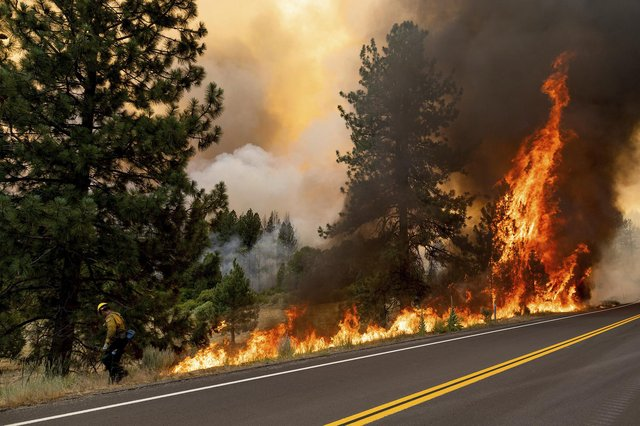 Parts of the western US and Canada are bracing themselves for a further deadly heatwave as massive wildfires, which have already burned about 1,553 square miles of land, continue to ravage the area